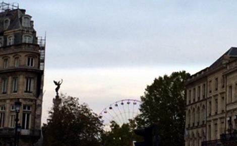 La grande roue face à la statue de la Liberté, vue depuis la place de la Comédie. Photo (c) Cécile Domergue