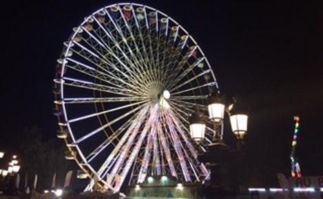 La grande roue, vue du socle du monument des Girondins. Photo (c) Cécile Domergue