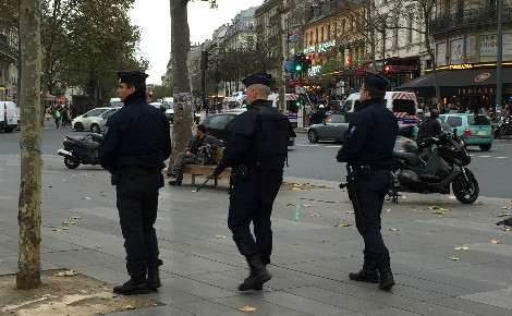 Les forces de l'ordre en patrouille dans la capitale. Photo © Lynda Oumakhlouf