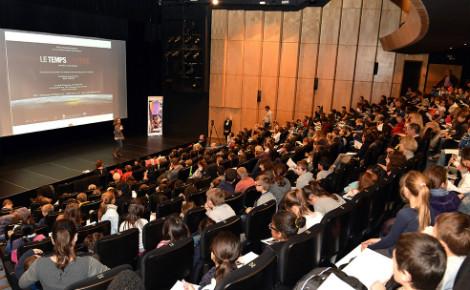 Les enfants de Monaco, membres du jury, réunis au Théâtre des Variétés pour voter. Photo (c) Charly Gallo / CDP
