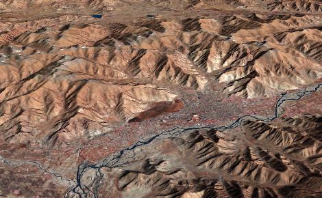Vallée fluviale au Tibet. Photo (c) Jesse Allen