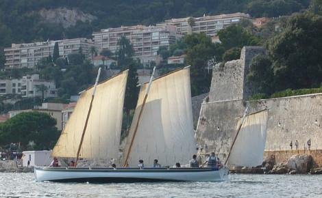 La Yole de Villefranche. Photo (c) Association Une Yole pour Villefranche. Cliquez ici pour découvrir le bateau et ses excursions