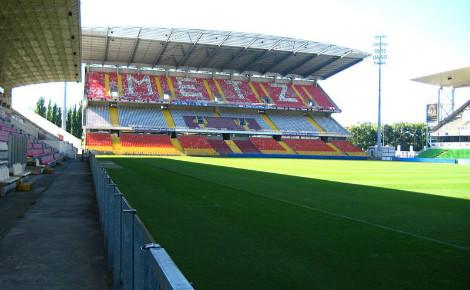 A Metz, les gradins des supporters adversaires sont désormais vides. Image du domaine public.