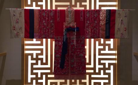 Hanbok, travail de In-Sook Son. Photo (c) Laëtitia Fromenteau