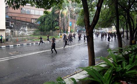Les policiers réprime depuis des années les opposants. Photo (c) Hafiz Noor Shams