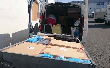 Camionnette et remorque pleines à craquer pour le premier convoi solidaire de Sylvain et Marine. Photo (c) Sylvain Gicquel