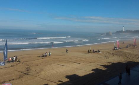 Première journée de compétition sur la Grande Plage de Biarritz. Photo (c) Julie Cartelier