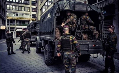 Des militaires dans les rues de Bruxelles. Photo (c) MediActivista