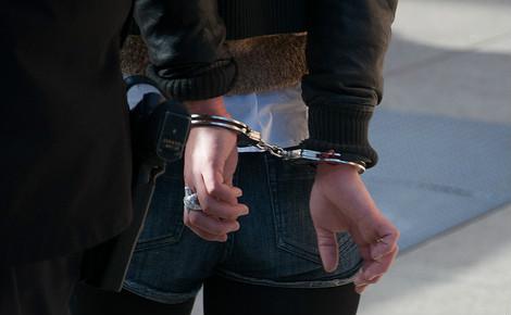 A sa sortie de l'hôpital, Belén est arrêtée par la police pour être conduite en prison où elle séjourne depuis. Photo (c) Steve Rhodes