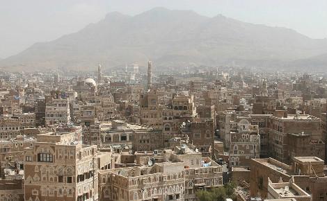 Sanaa, capitale du Yémen, entourée de montages. Photo (c) Ferdinand Reus.