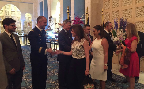 Haie d'honneur à l'accueil des invités. Photo (c) Bulent Inan.