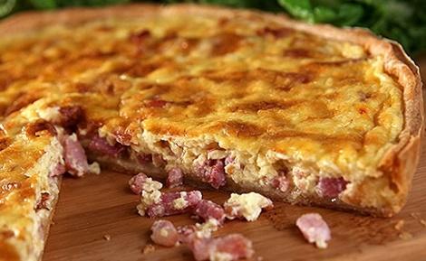 Quiche Lorraine réalisée grâce à la recette traditionnelle. Image du domaine public.
