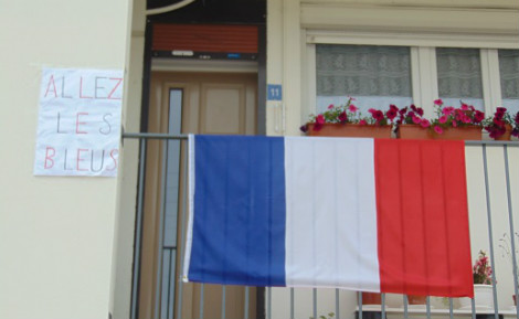 En général, les réactions des passants à la vue des drapeaux sont positives. Photo prise par l'auteur