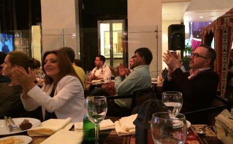 L'Ambassadeur de France au Koweït applaudissant la victoire de la France. Photo (c) Bulent Inan.
