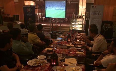 Les convives ont pu apprécier un match passionnant autour d'un iftar. Photo (c) Bulent Inan.