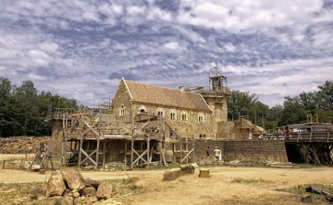 Le chantier de Guédelon. Image du domaine public.
