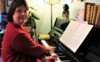 """Pascale, """"une femme comme les autres"""", salariée, musicienne et trisomique"""