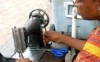 Les maîtres des ciseaux en action au Cameroun