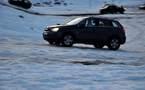 L'IMAGE DU JOUR – En voiture sur la neige