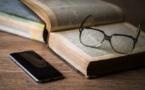 La lecture en période de confinement, pourquoi les dévoreurs de livres n'ont pas ouvert un roman