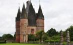 Carrouges, un étonnant château en briques roses