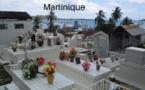 Les cimetières, nettoyés et embellis les jours précédents, accueillent leur plus grande affluence. (c) Patrice 78500, Wikipedia commons.