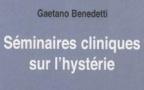 La femme hystérique déshabillée – cliniquement – par Gaetano Benedetti