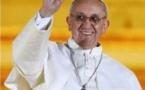 Les étoiles de la victoire auréolent le pape François