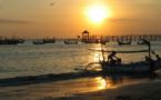 Image du jour: Coucher de soleil sur la plage de Jimbaran