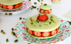 Macaron pistache fraise et rhubarbe curd