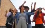 Iran: Peines de prison et de flagellation pour les danseurs de 'Happy'