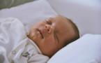La mère, l'enfant, le sommeil et l'allaitement
