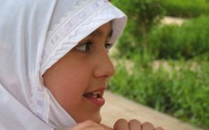 Jeune musulmane portant le voile. Photo : Pixabay