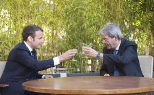 Emmanuel Macron et le commissaire européen Paolo Gentiloni (c)  Palazzochigi sur Foter.com / CC BY-NC-SA