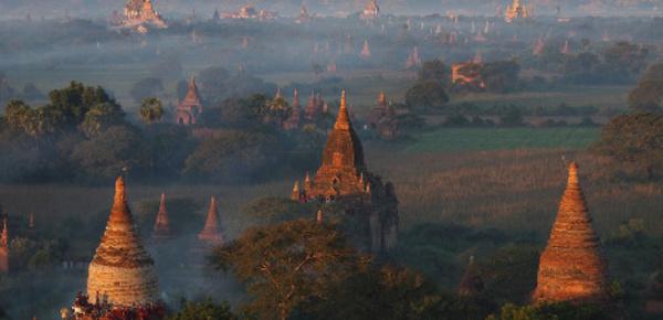 Les temples bouddhistes de Bagan endommagés