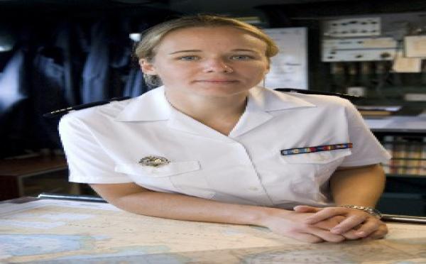 Toulon : Une femme prend le commandement d'un bâtiment de combat !