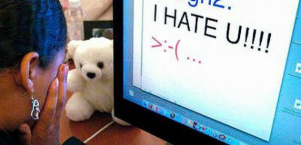 """Thirteen reasons why"" dénonce le harcèlement scolaire"