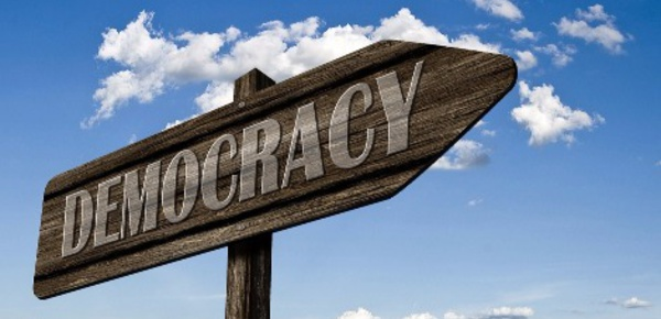 Démocratie et développement