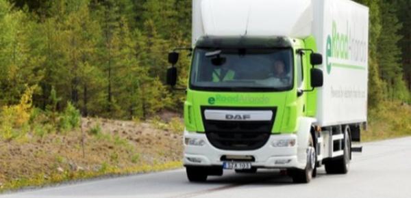 Une première route qui recharge les véhicules électriques