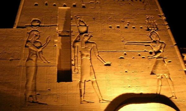 L'IMAGE DU JOUR: Gravures du temple d'Isis