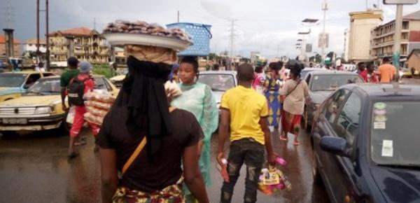 Les vendeurs à la sauvette prolifèrent à Conakry
