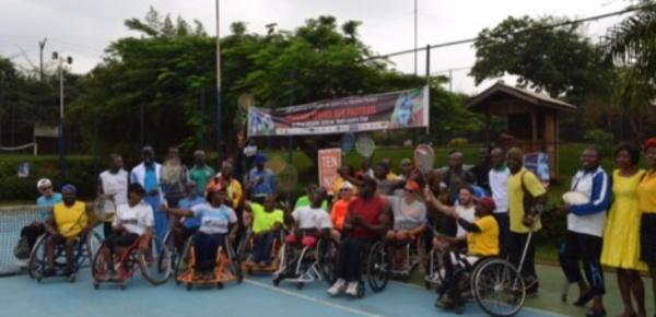 Découverte du tennis en fauteuil roulant