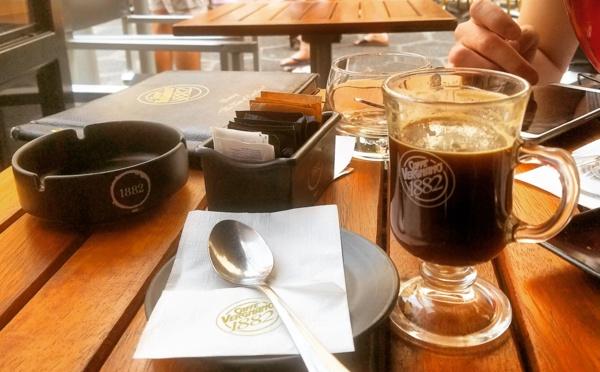 Café en terrasse : Un bonheur simple pour l'été