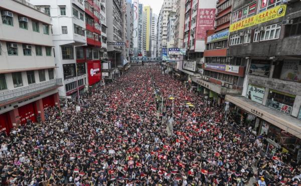 Pourquoi la colère gronde-t-elle dans les rues de Hong Kong?