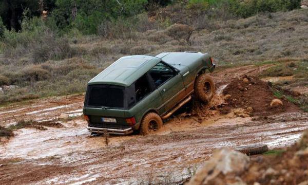L'IMAGE DU JOUR – Conduite dans la boue
