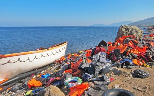 La France engage un navire des douanes en Grèce