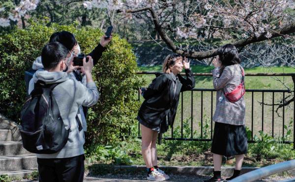 La gouverneure de Tokyo exhorte à la coopération de la population pour éviter un confinement