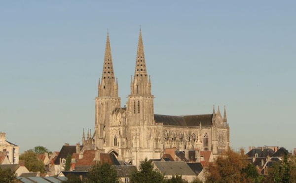 Une cathédrale majestueuse dans la petite ville de Sées