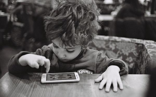 Protégeons nos enfants des écrans !