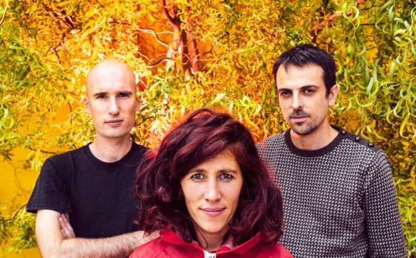 Rouge dévoile les abysses du piano de Madeleine Cazenave avec l'album Derrière Les Paupières